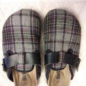 Softmoc ortho footbed plaid clogs-VGUC